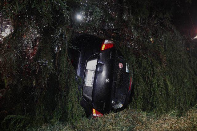 2a27fafb0ed4d La madrugada de este miércoles un joven de aproximadamente 30 años, perdió  la vida al volcar el auto que conducía.