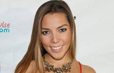 Alejandra Guzmán se quiebra y llora al cantarle a su hija Frida