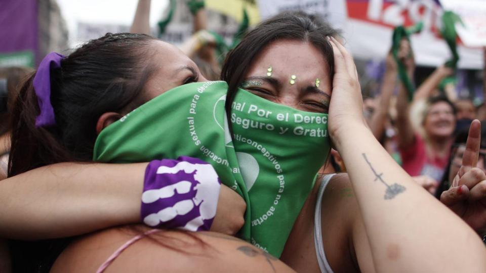Celebran legalización del aborto en Argentina