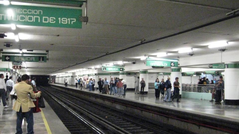Detienen a sujeto que intentó suicidarse en las líneas del Metro