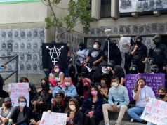Llegan colectivos feministas a las afueras de la Fiscalía