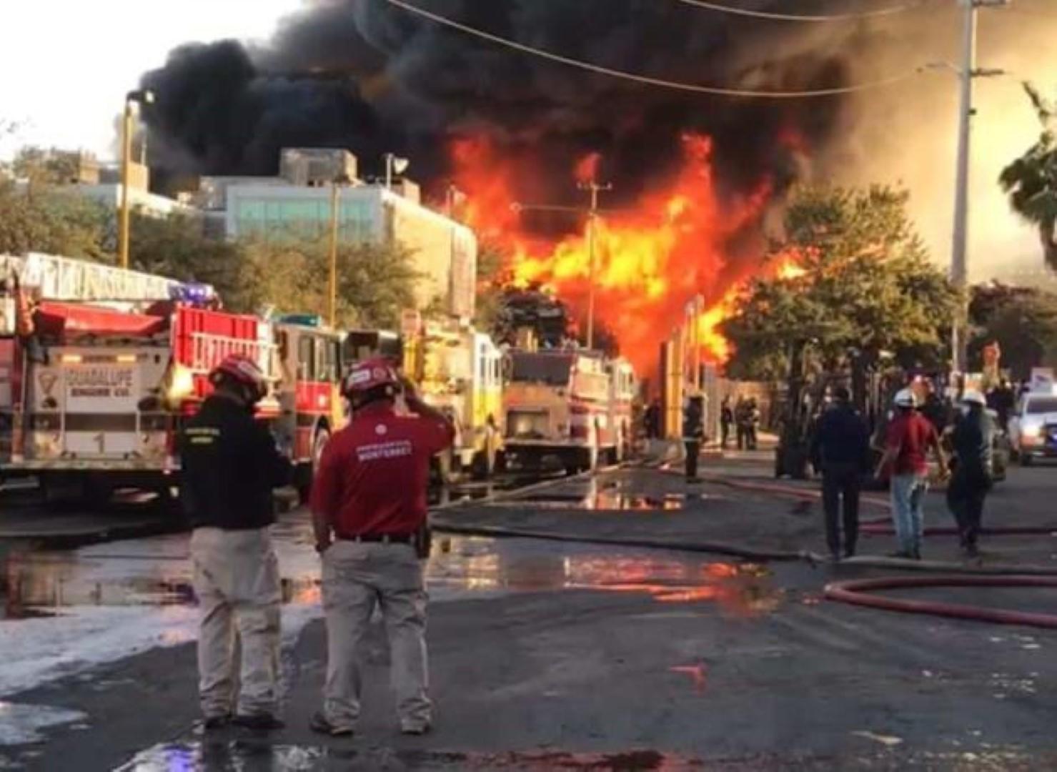 Se incendia vehículo en Nuevo León