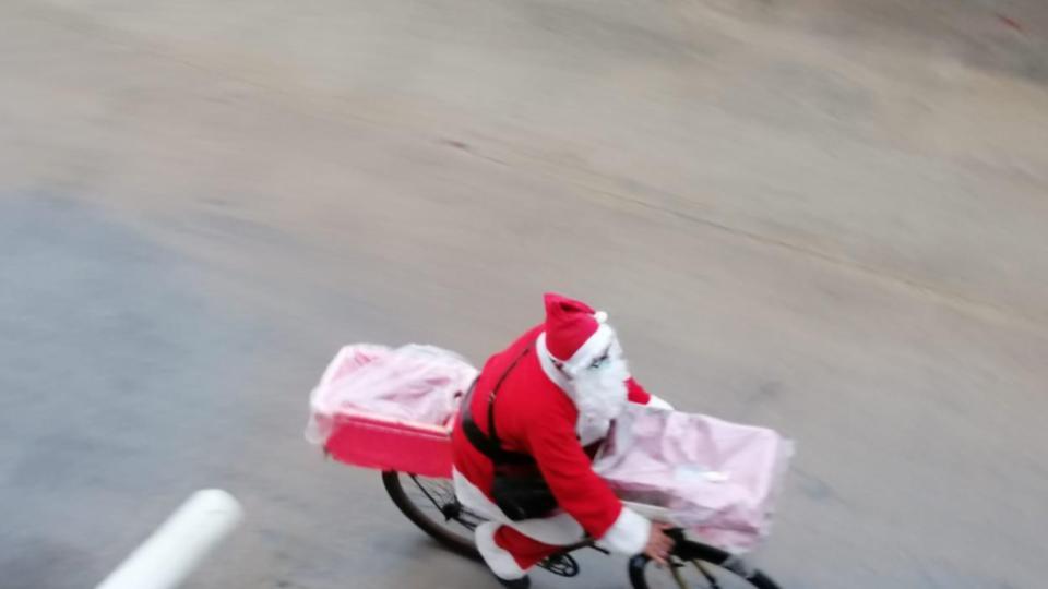 ¡Santa te lleva el pan hasta tu casa!