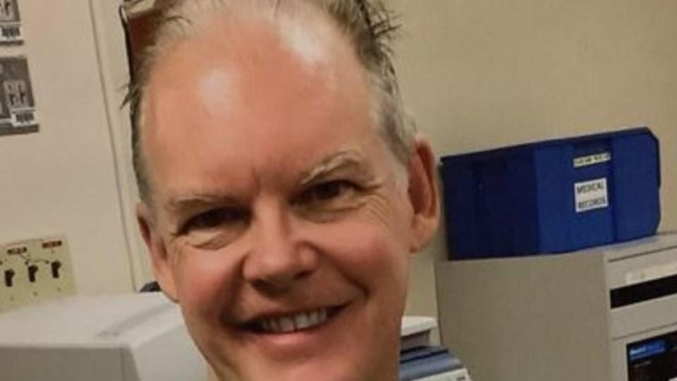 El ginecólogo Gregory Michael murió después de vacunarse contra covid