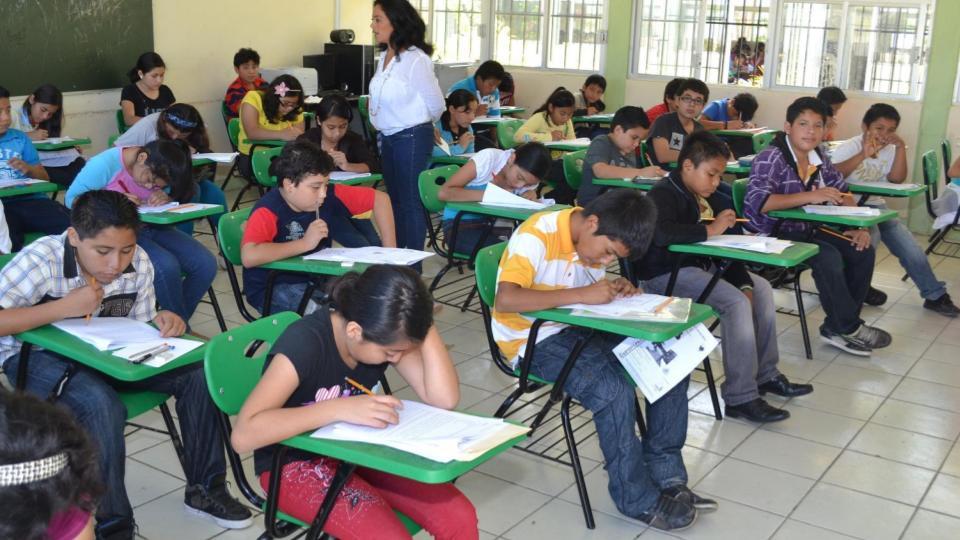 Maestros podrían recibir vacuna contra covid en Campeche y Chiapas
