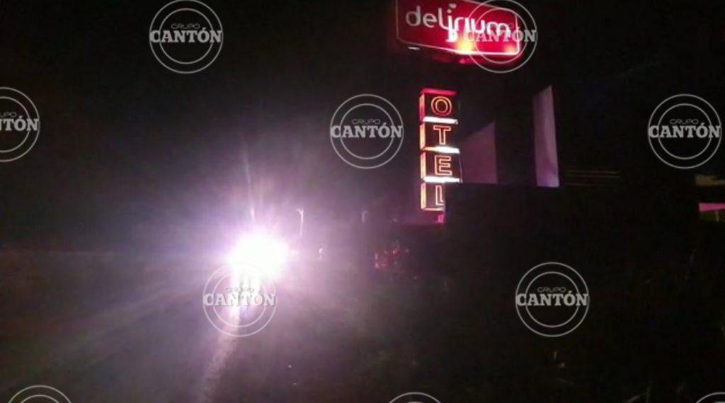 Hallan a sujeto muerto en motel 'Delirium'