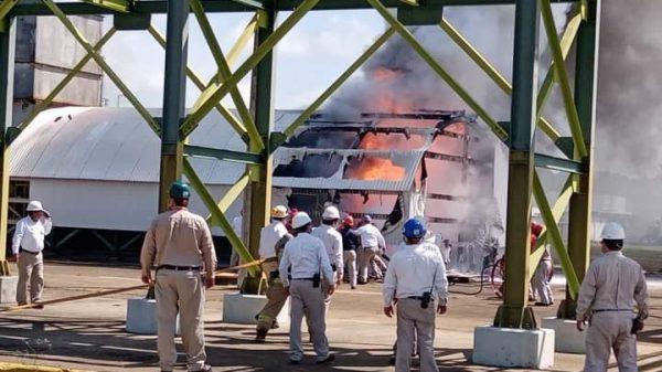 Incendio en la planta petroquímica Cangrejera de Pemex