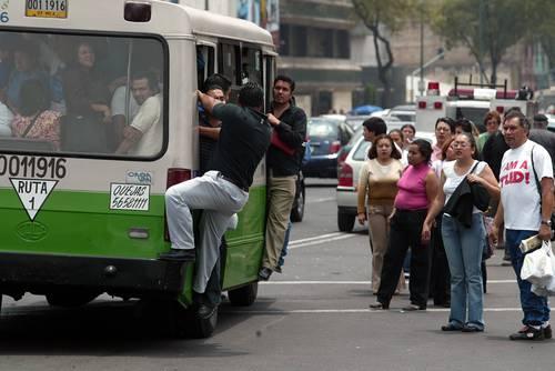Pese a mal servicio, transportistas quieren aumentar pasaje
