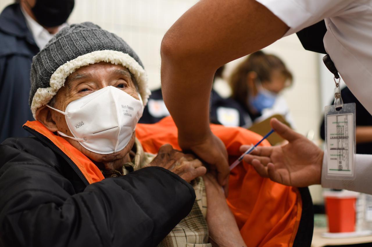 Vacunarán simultáneamente en Benito Juárez, Álvaro Obregón, Gustavo A. Madero, Cuauhtémoc e Iztapalapa