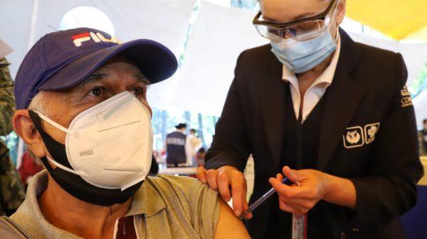 Alista Neza vacunación de adultos mayores