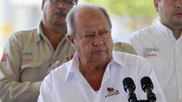 Carlos Romero Deschamps renunciará a Pemex: AMLO