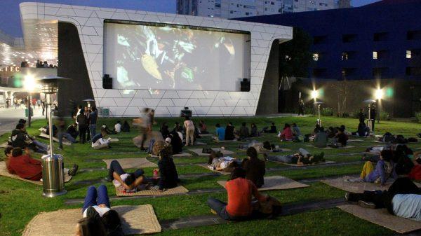 El cine al aire libre y autocines son buena opción