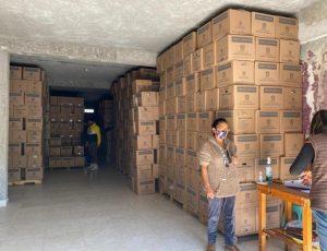 Alfredo Del Mazo compra votos repartiendo despensa