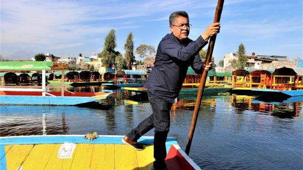 Candidatos de Xochimilco hacen de todo para ganar votos