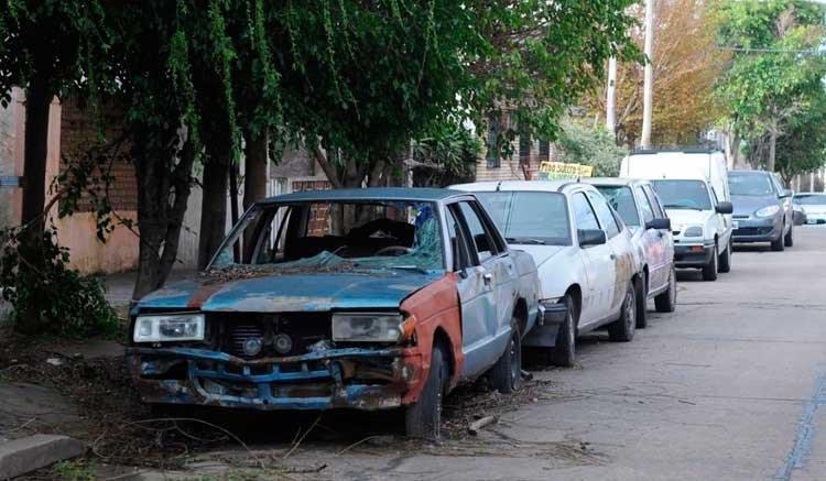 Exigen retiro de vehículos abandonados en Azcapotzalco