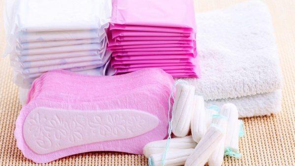 Autoridades educativas deberán garantizar acceso gratuito de productos de higiene a niñas y adolescentes para una menstruación digna.