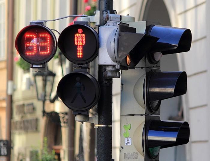 Sólo 3% de los semáforos cuentan con dispositivos auditivos en CDMX