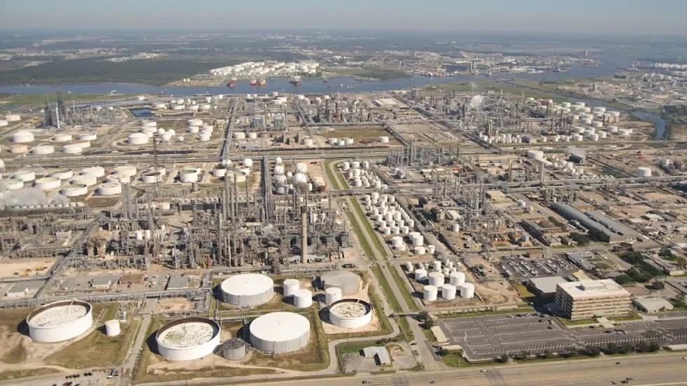 Con nueva refinería, para 2023 México no importará gasolinas: AMLO