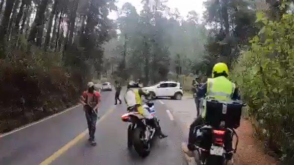 Con armas largas, asaltan a motociclistas en Edomex