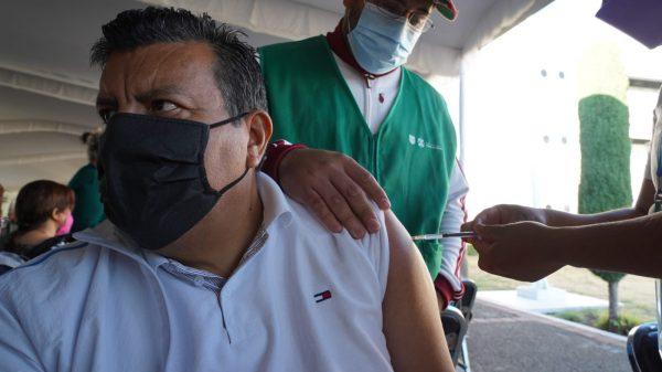 Anunciarán el 15 de mayo las fechas de vacunación a maestros de CDMX
