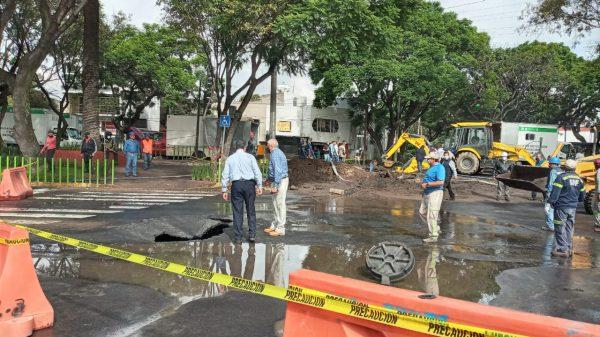 Megafuga de agua ocasiona Socavón en Coyoacán