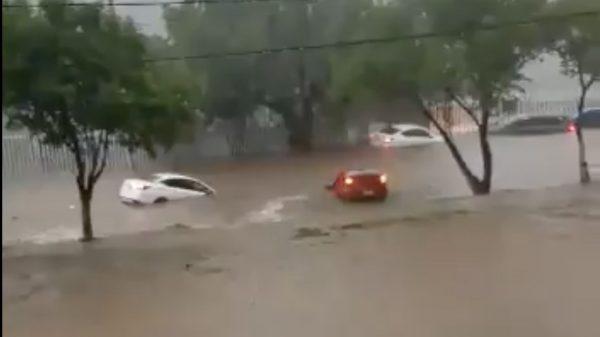 Diluvio en Edomex, calles Tlalnepantla y Atizapán bajo agua