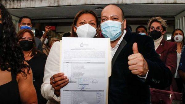 Recibe Evelyn Parra constancia de mayoría en Venustiano Carranza