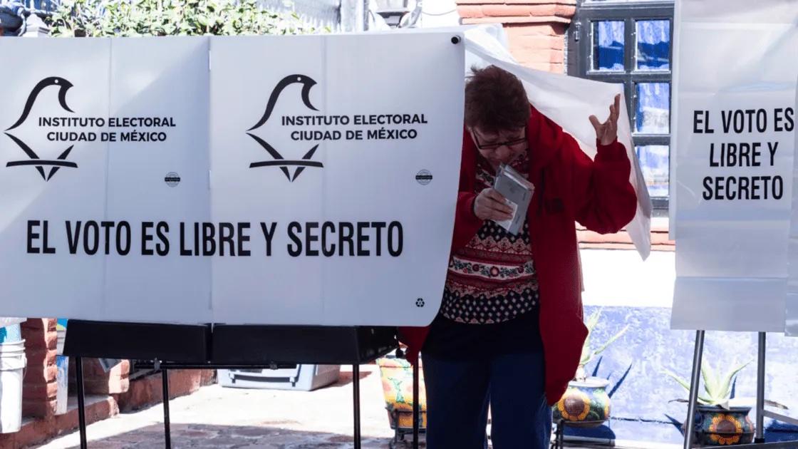 Largas filas para recoge pago de de votos en Tláhuac