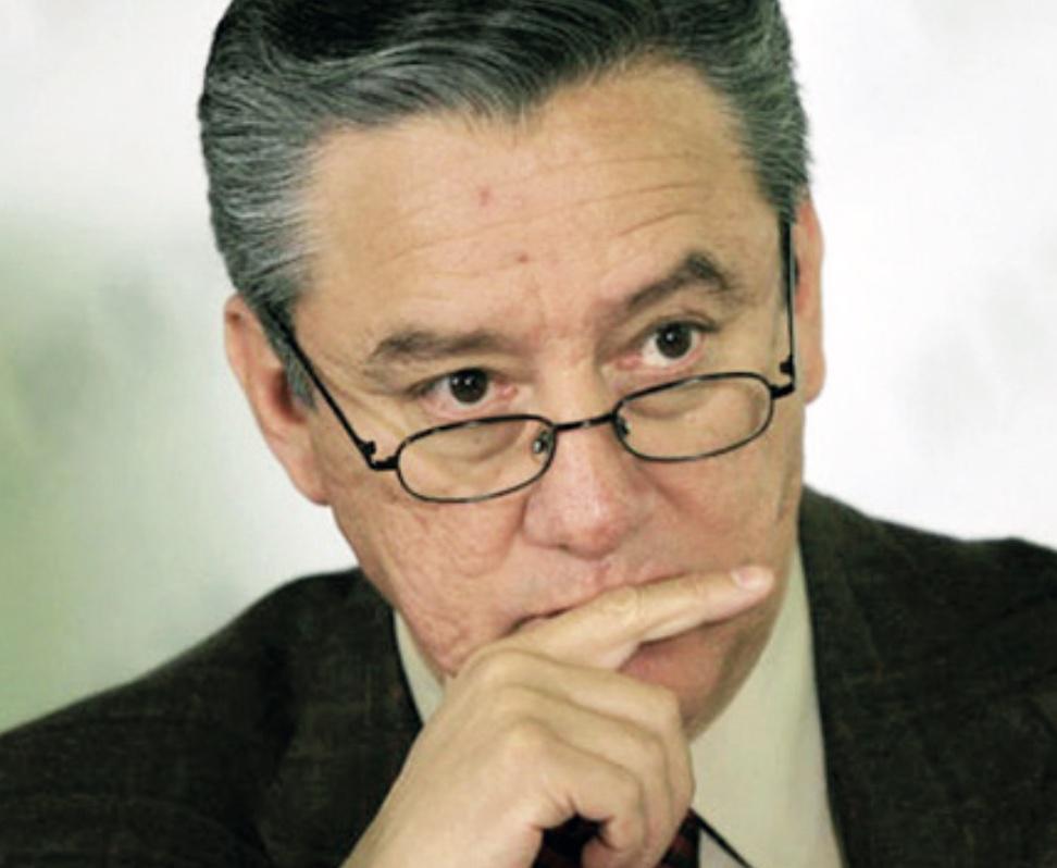 PRI y MC amagan a Bernardo Barranco