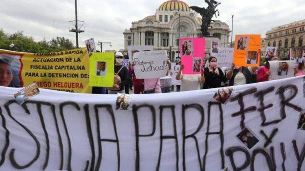 """Sin incidentes marcha pacífica por caso de """"Polly"""" y Fernanda, jóvenes atropelladas en Iztacalco."""