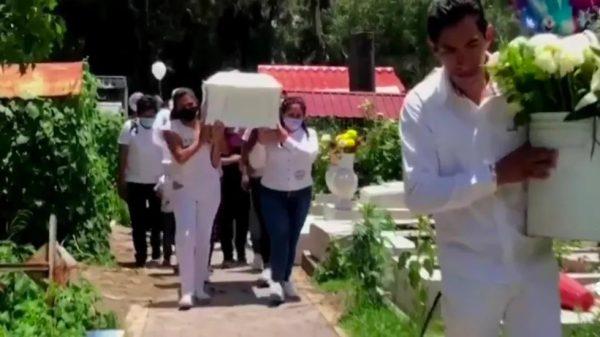 Entierran a Isabel, la niña de 4 años asesinada por su madre