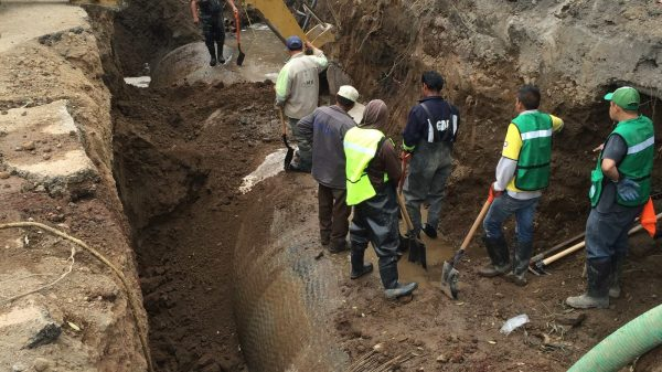 En Xochimilco, roban agua como si se tratara de huachicol