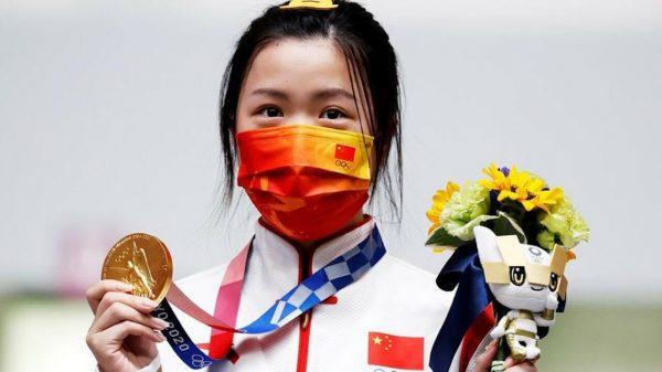 La china Yang gana la primera medalla de oro de Tokio 2020
