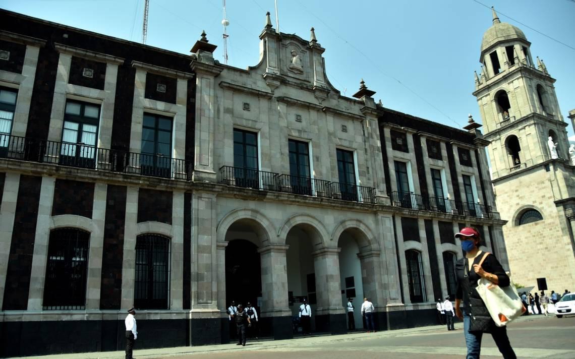 Trabajadores del ayuntamiento de Toluca exigen pago de quincenas rezagadas
