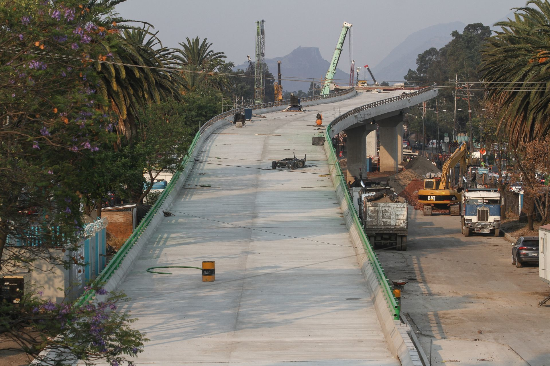 Manifestantes bloquean periférico por descontento contra la construcción de puente sobre humedal