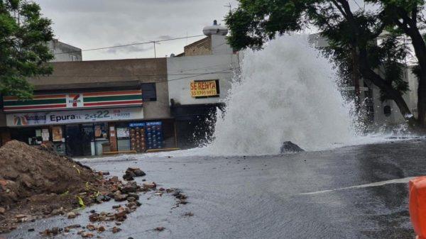 Reparan fuga de agua en Miramontes