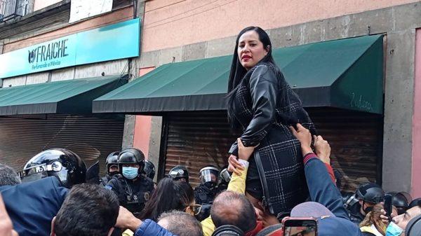 Con acarreados, Lía Limón y Sandra Cuevas buscaron confrontación