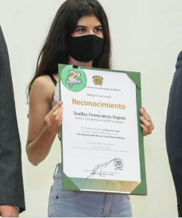 Estudiante de la UAEM crea toalla sanitaria biodegradable
