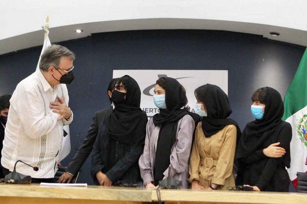 Recibe México a primeras refugiadas afganas