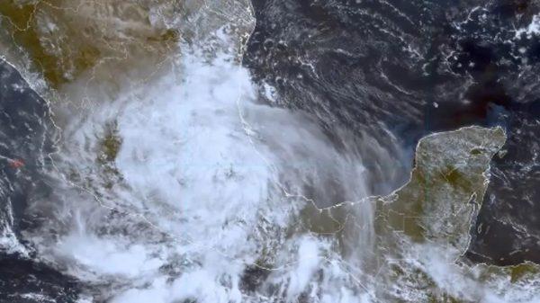 Grace se degrada a Tormenta Tropical y avanza hacia el centro del país