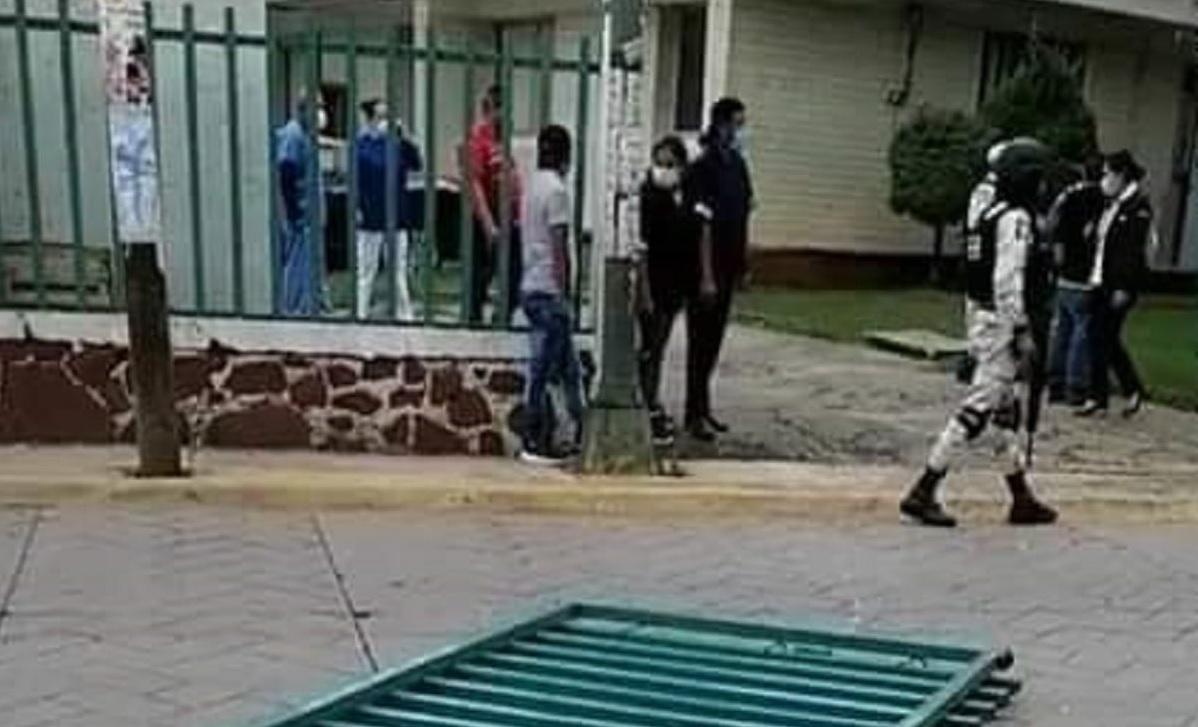 El paciente destruyó el portón del hospital en su huída