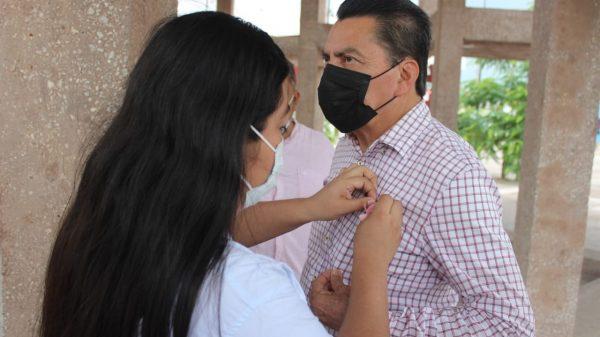 Se suma Oscar Cantón Zetina a campaña de prevención contra el cáncer de mama